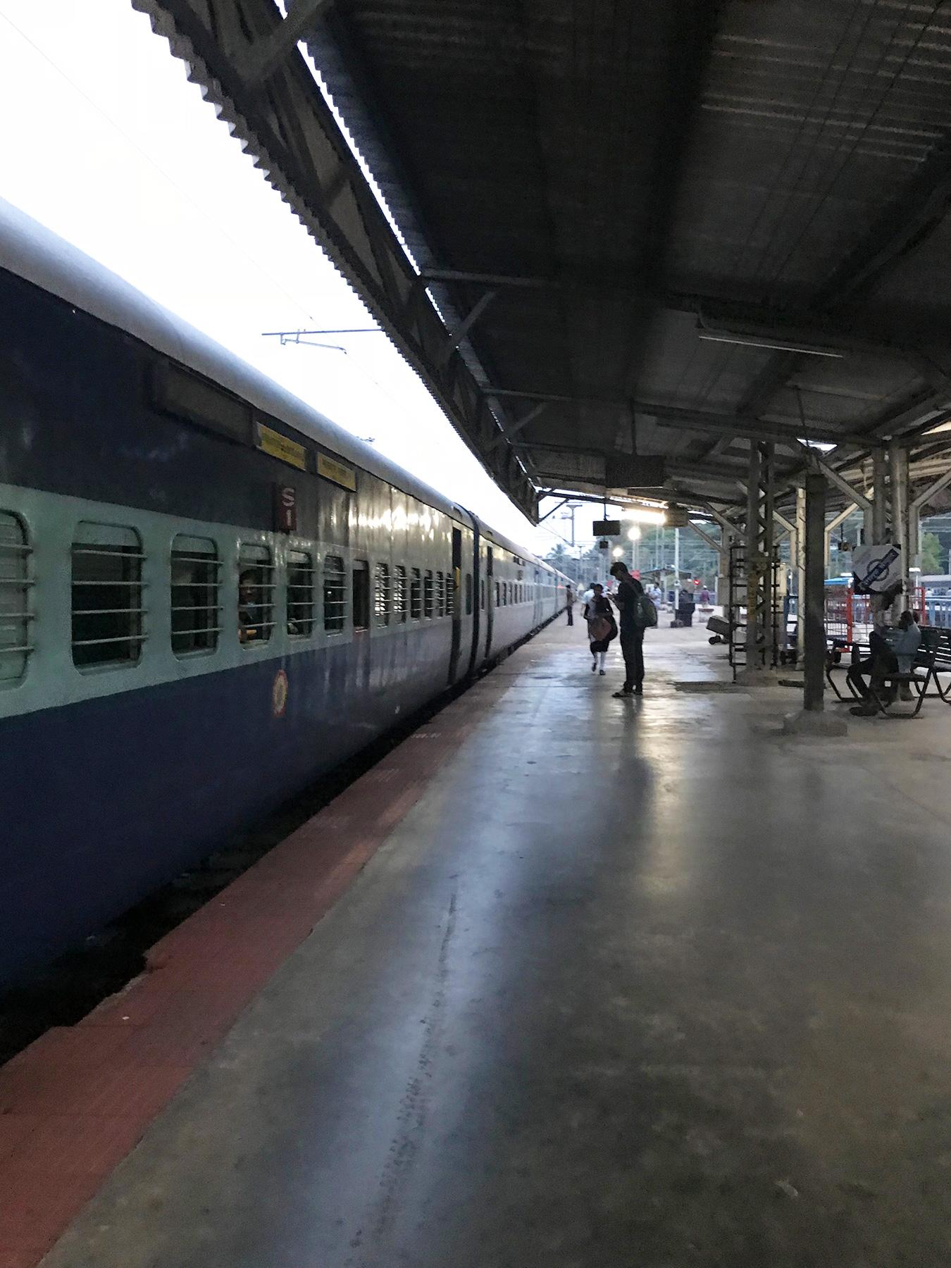 インド・マンガロール駅のホーム