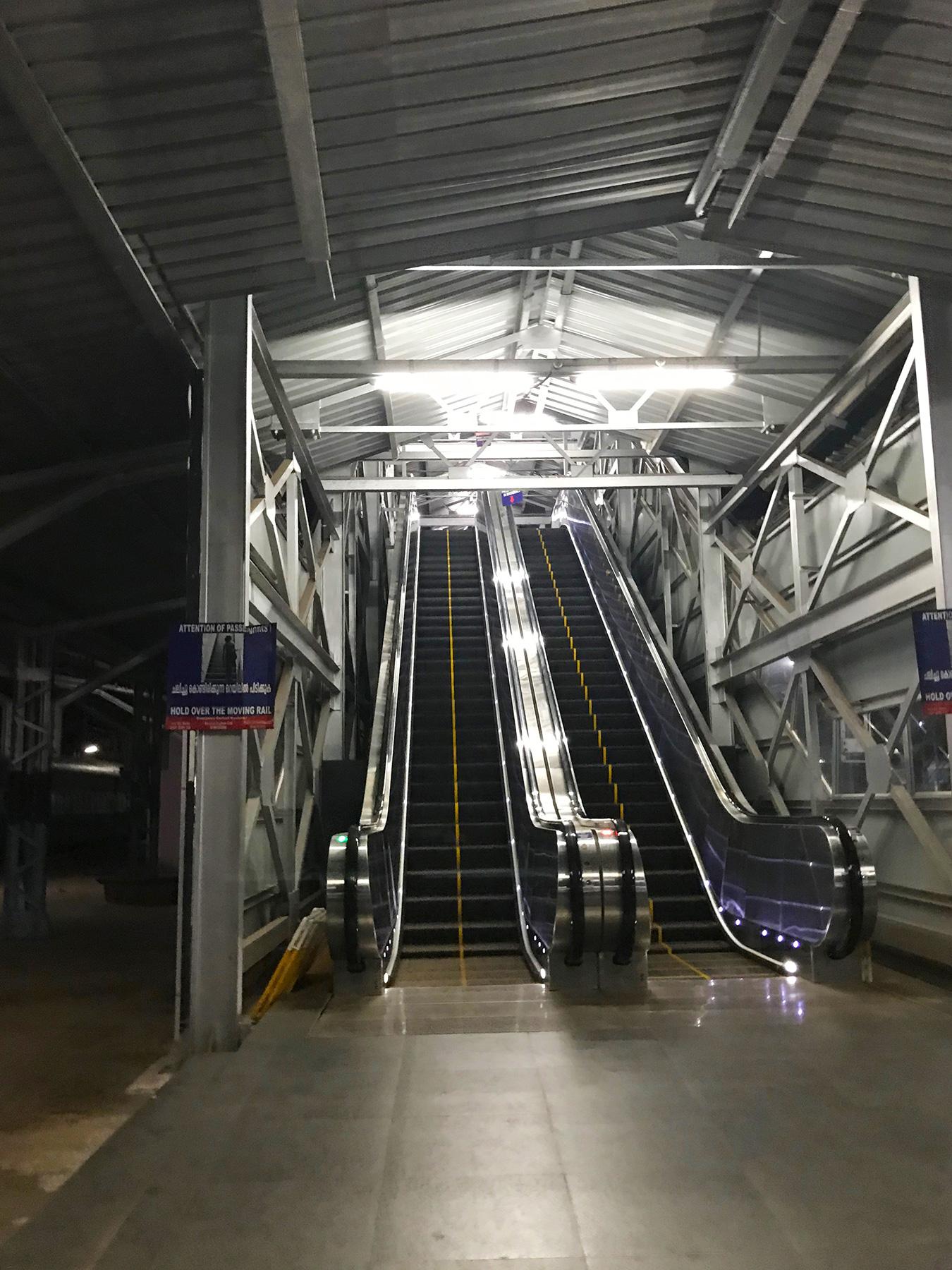 インド・マンガロール駅のエスカレーター