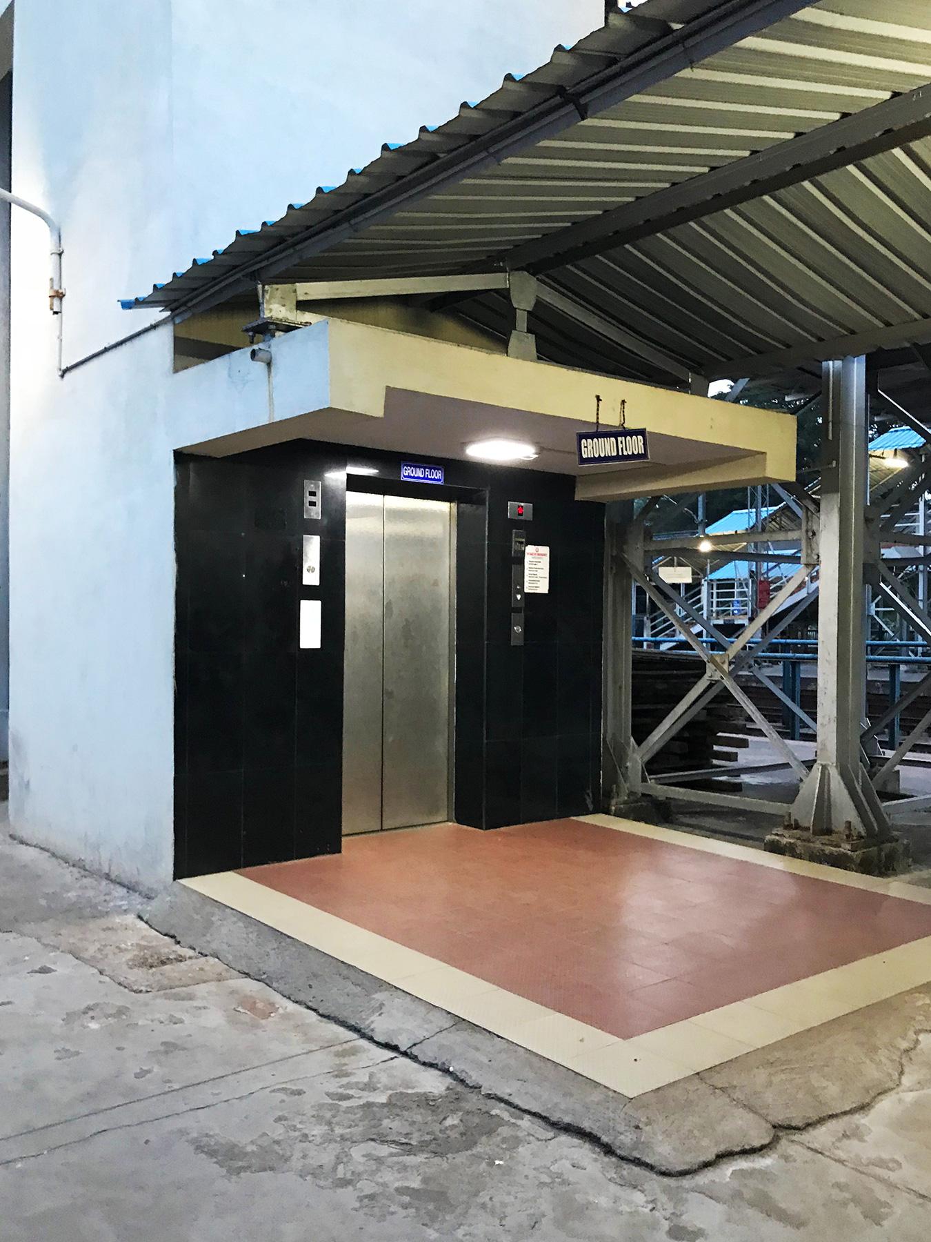 インド・マンガロール駅のエレベーター