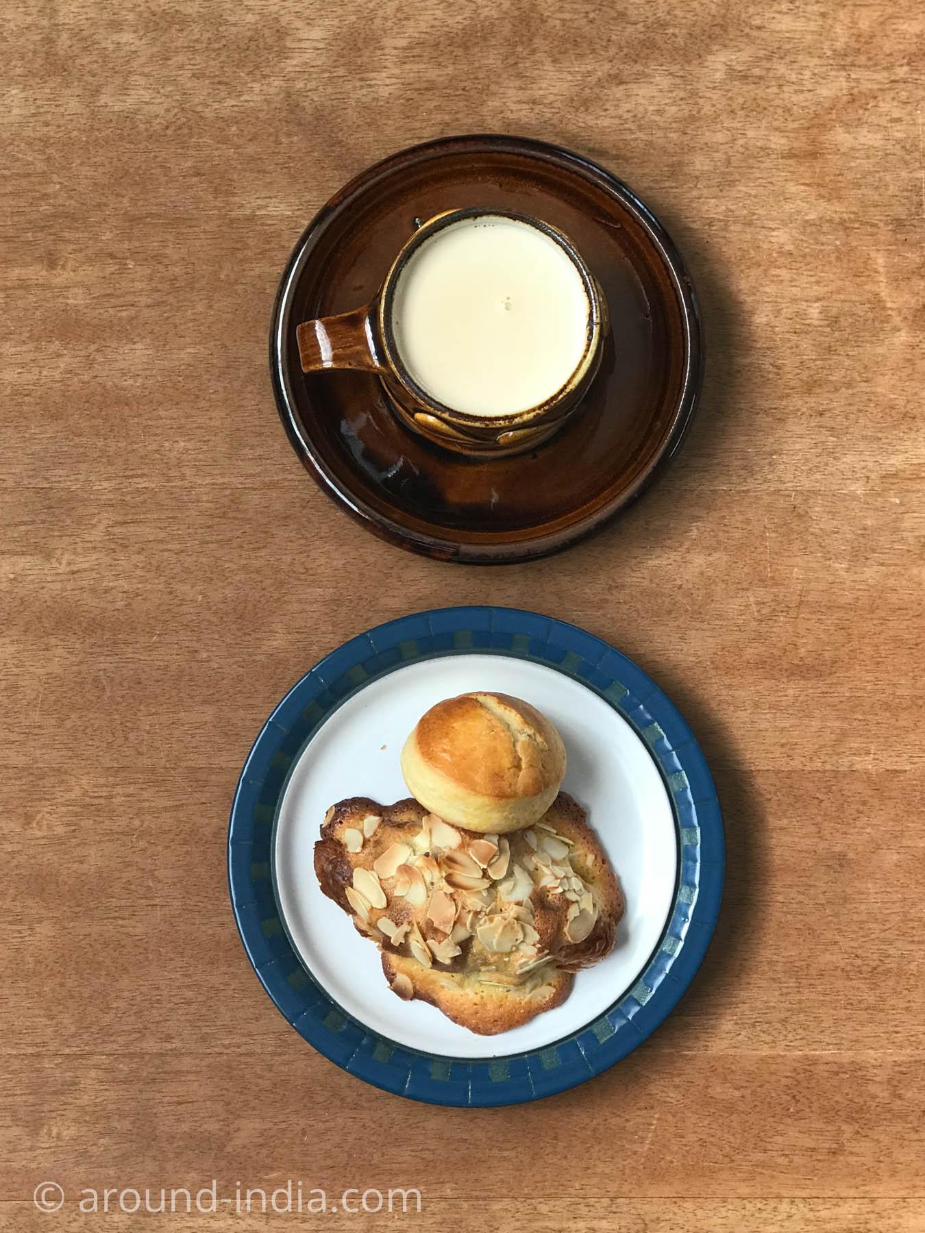 紅茶がおいしいダージリン 日暮里のミラジュリャティーで淹れたチャイと オリミネベーカーズのパン