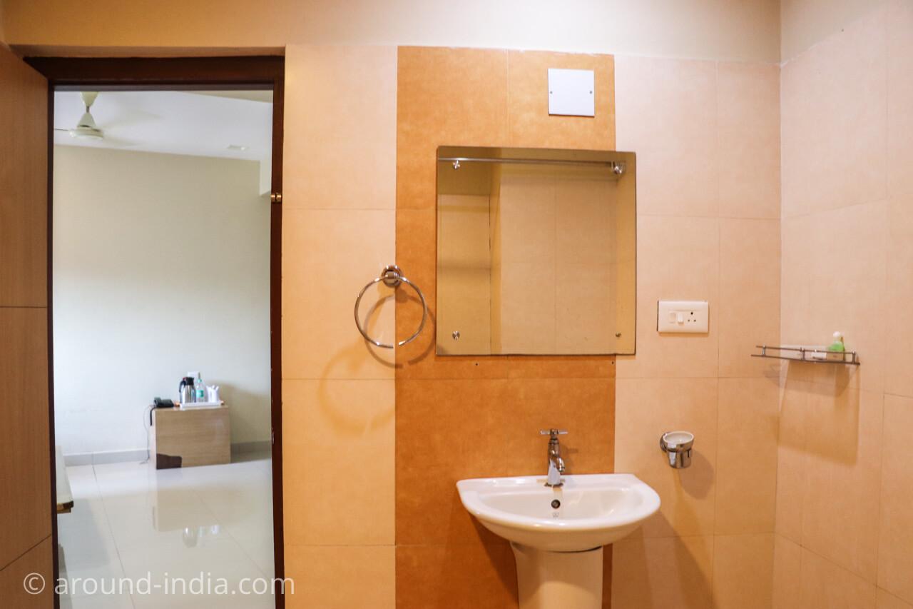 カヌールのホテルRainbow Suiteシャワールーム