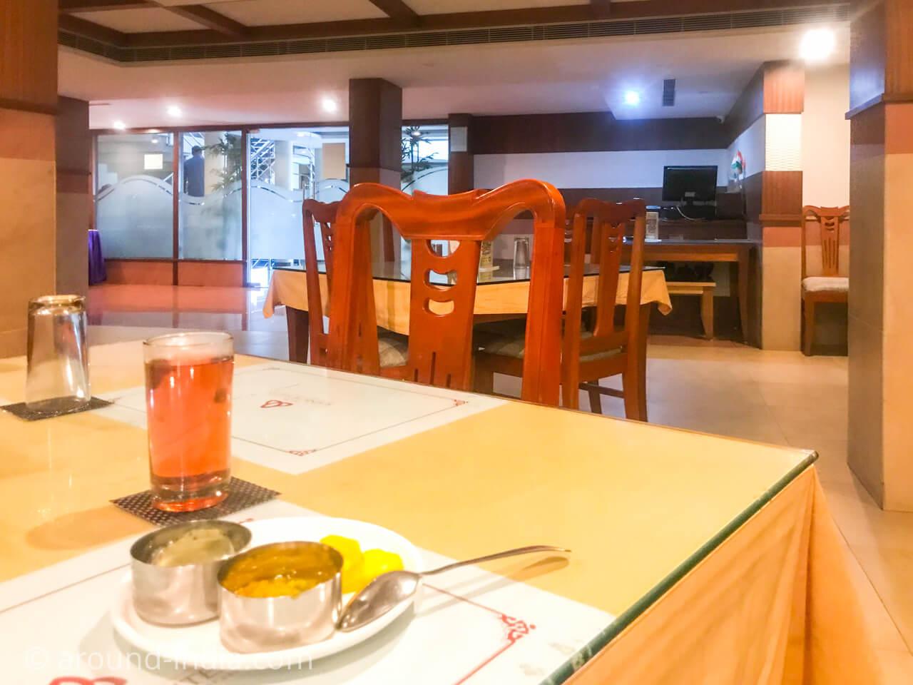 カヌールのホテルRainbow Suite朝食