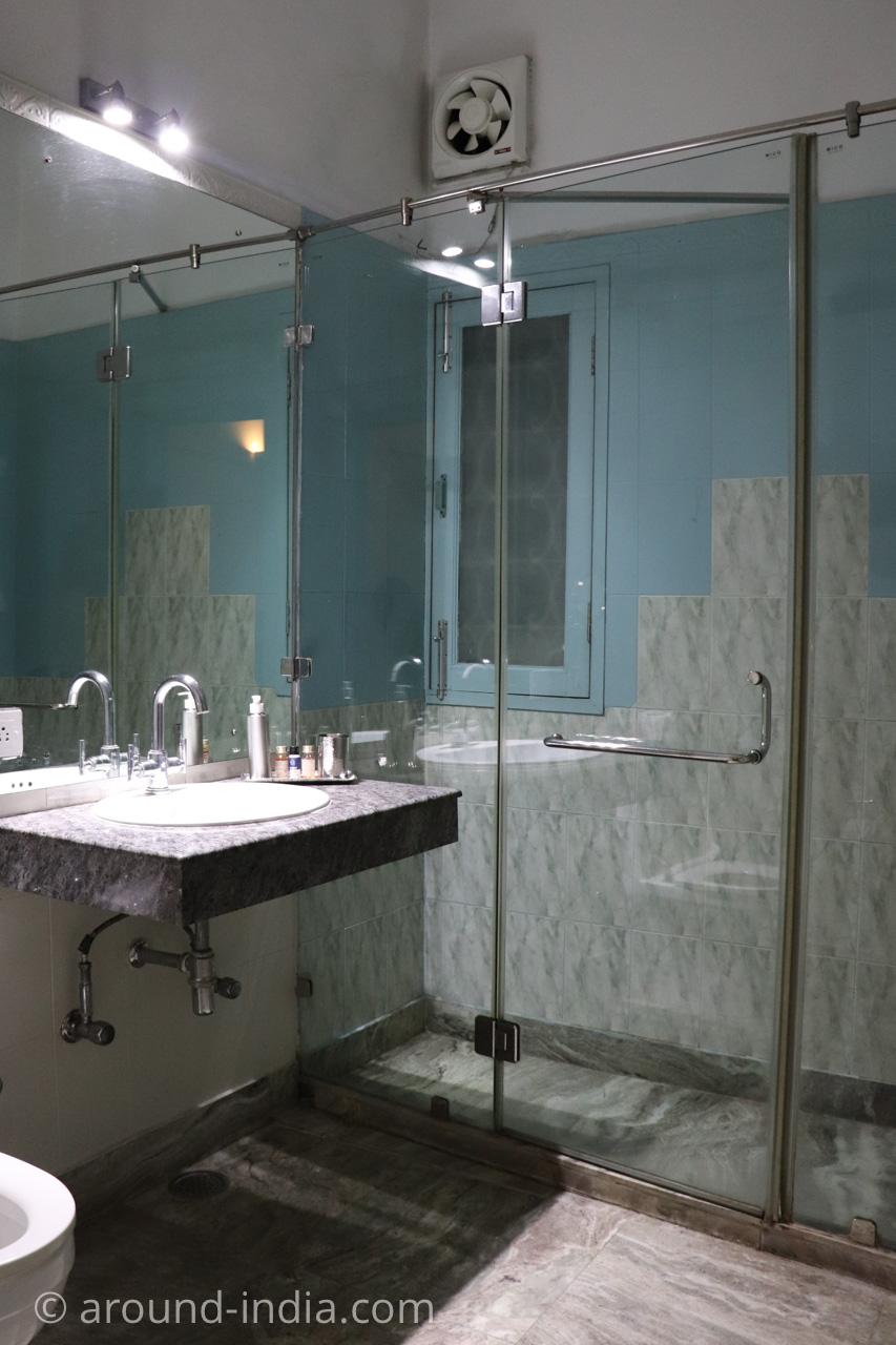 デリーのホテルHaveli Hauz Khasのバスルーム