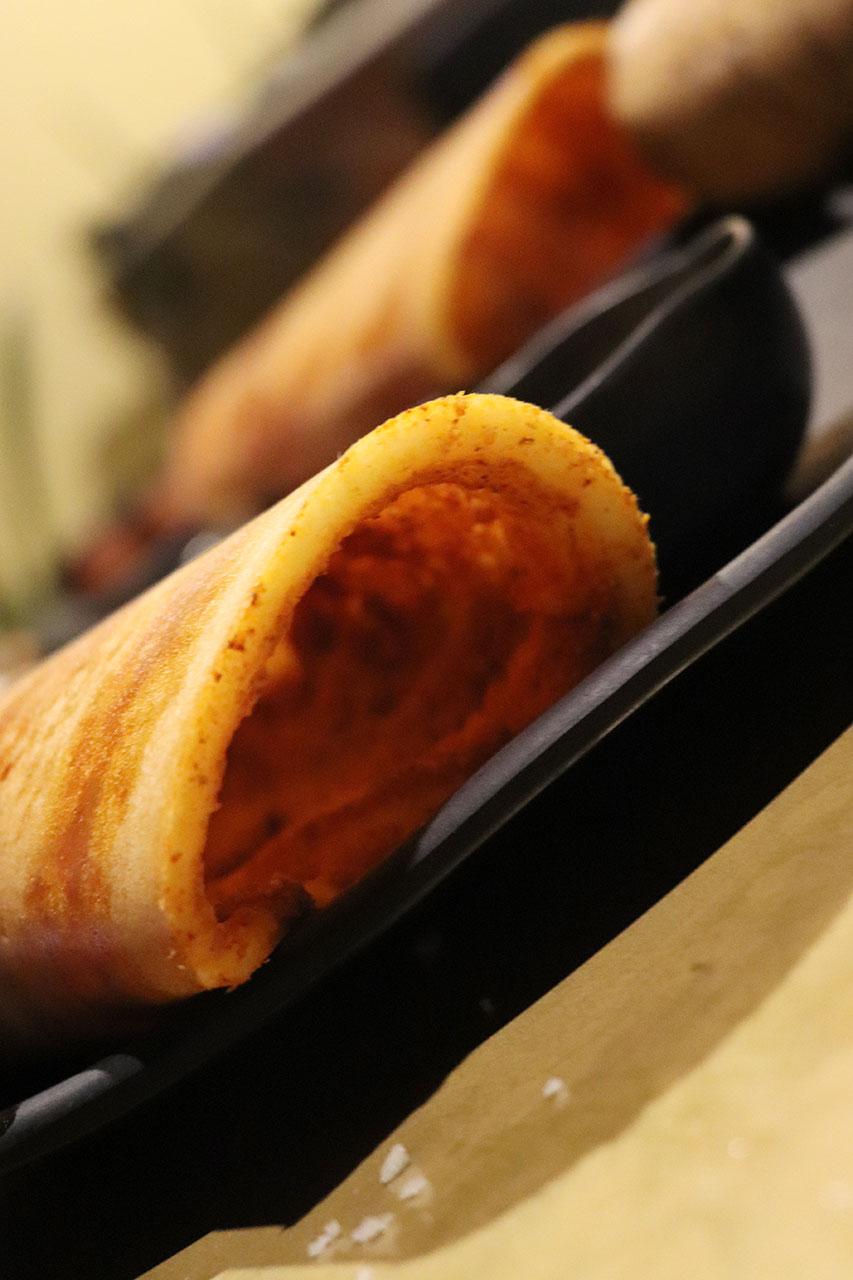 カルナタカ料理カルナティックカフェのドーサの中身。ポディ。