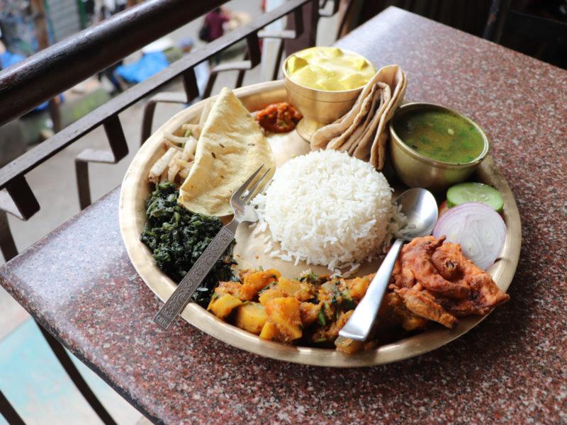 ダラムサラでターリ食べ比べ Clayovenのネパーリタカリターリ