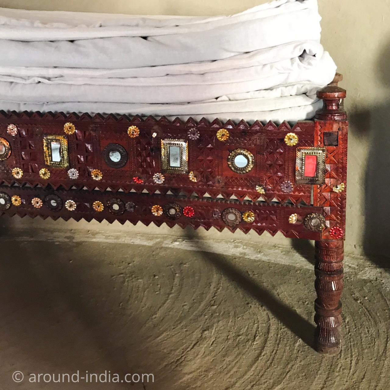 SHAAM-E-SARHADブンガのベンチ