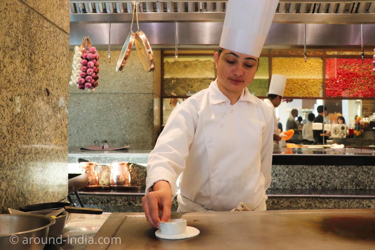 インド・デリーのホテル The Grand New Delhi 朝食マサラドーサ