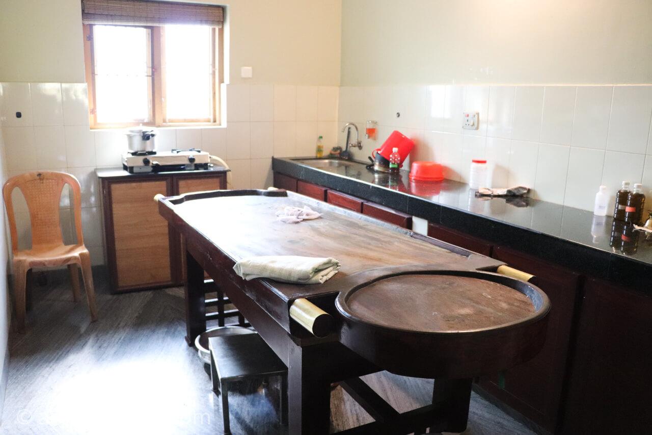 アーユルヴェーダ病院の施術室
