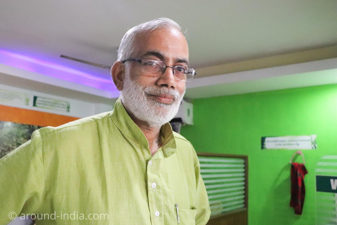 トリヴァンドラムのナチュラルフードレストランPathayamのマネージャーさん