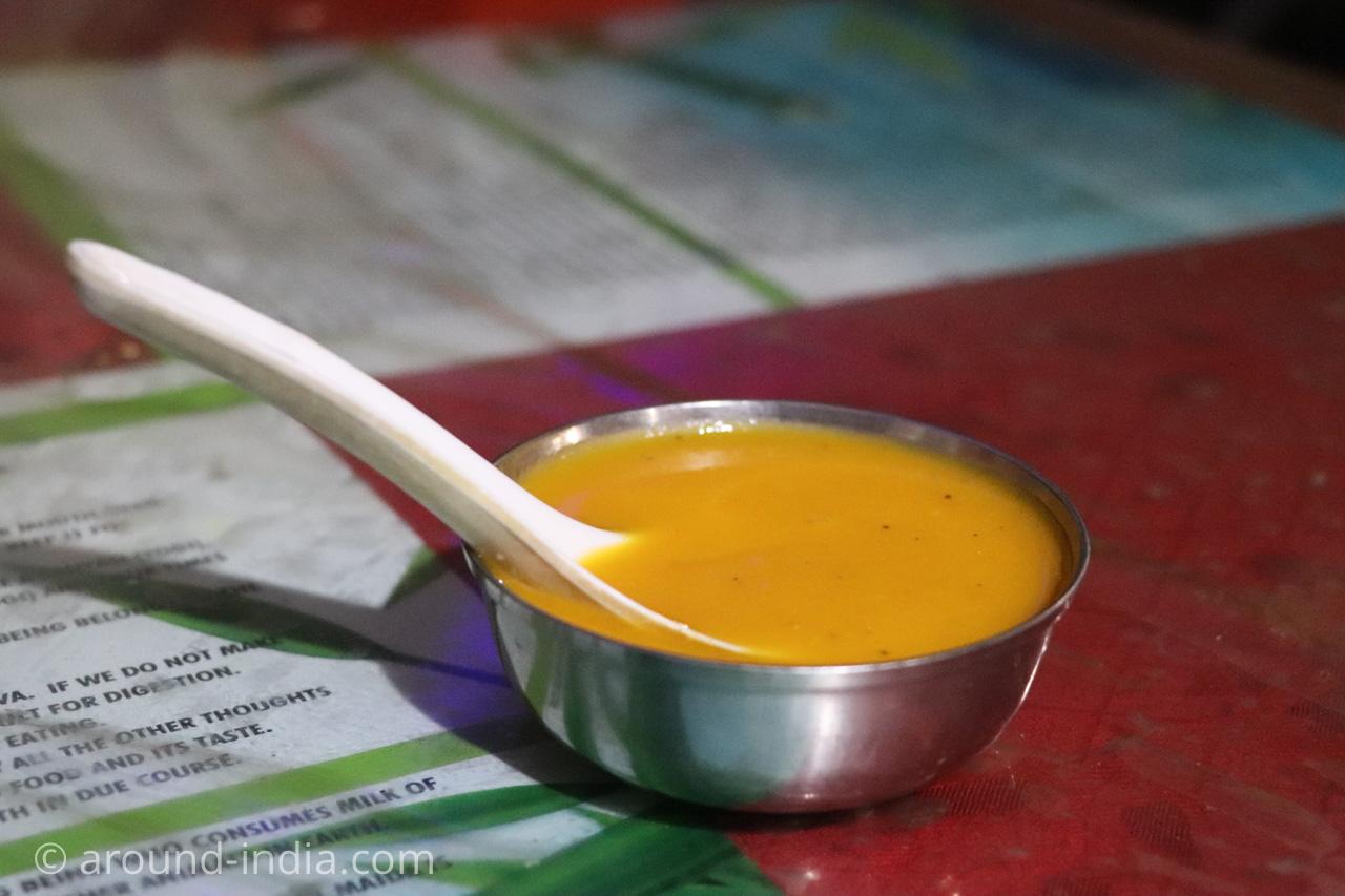 トリヴァンドラムのナチュラルフードレストランPathayamのスープ
