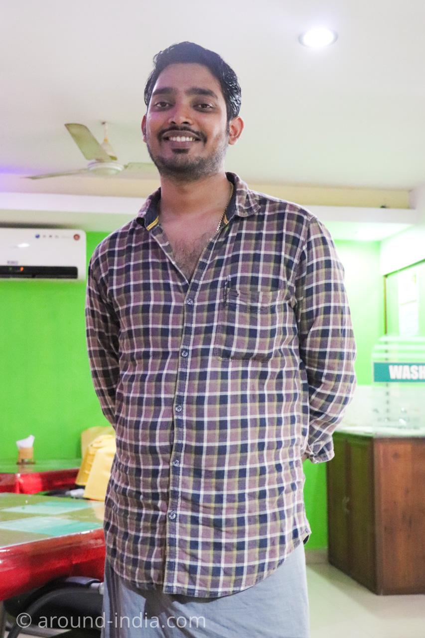 トリヴァンドラムのナチュラルフードレストランPathayamのナチュロパシードクターJr