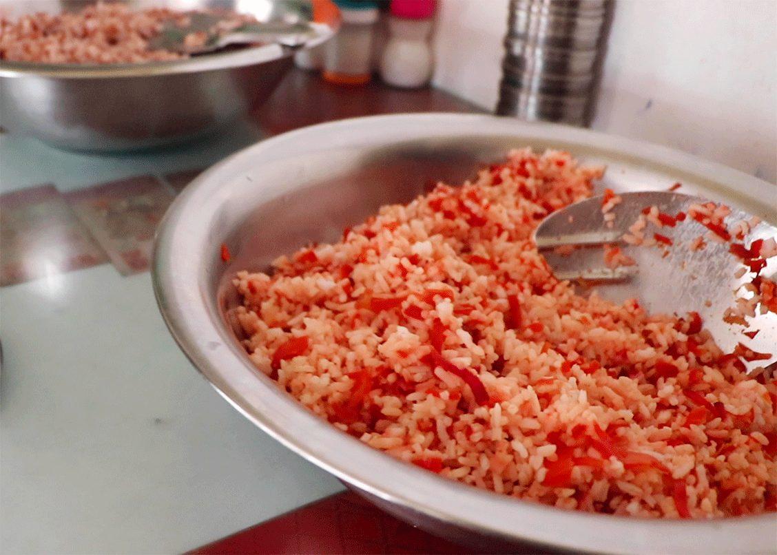 トリヴァンドラムのナチュラルフードレストランPathayamの日曜ミールス用ベジタブルライス