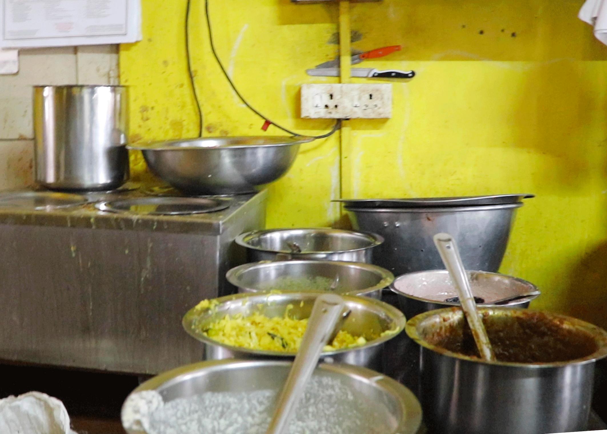 トリヴァンドラムのナチュラルフードレストランPathayamのキッチン
