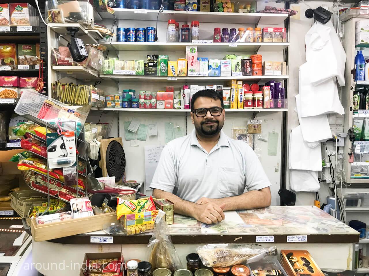 新大久保イスラム横丁 the Jannat halal food shop 店内