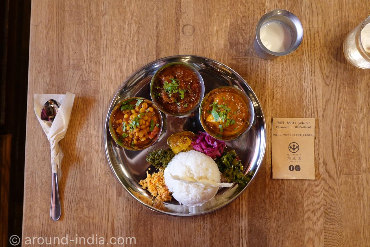 お茶屋さんで、南インド料理とスイーツ「如春園 Tea Factory joshun-en」|神奈川・小田原