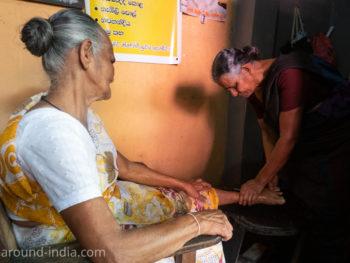 スリランカの伝統医、整骨治療