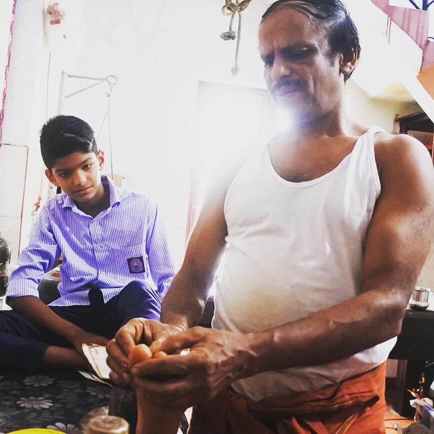 AROUND INDIA田村のカラリマッサージの師匠 MGS KalariのP. Dineshan Gurukkal