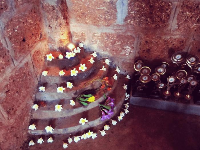 カラリパヤットゥ の道場に欠かせないプータラという層状の祭壇