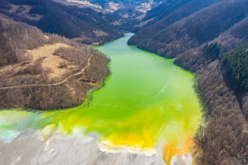 汚染された河川