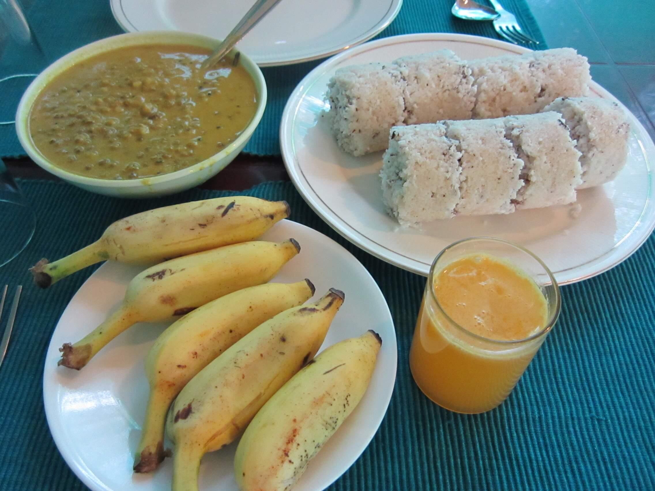 Asokamの朝食 プットゥ バナナ 緑豆カレー