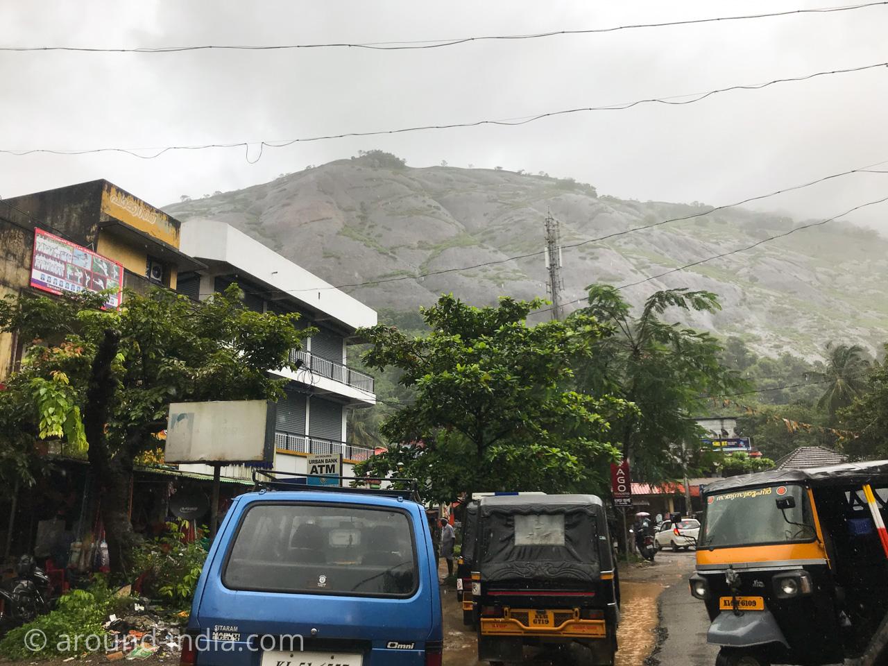 インド・コーチン空港からNechiyil Ayurvedaへ向かう道