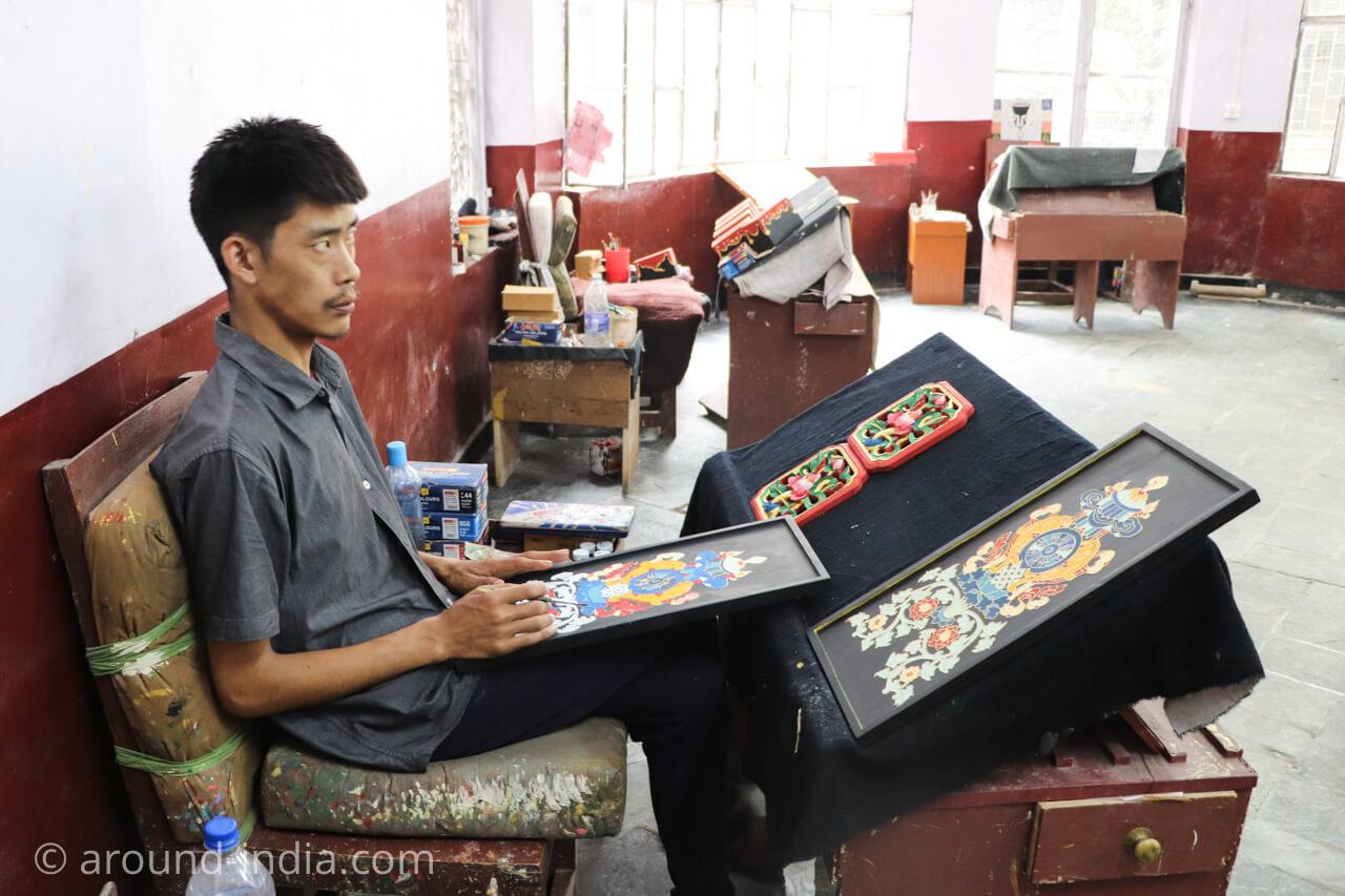 ダラムサラのノルブリンカチベット芸術 ペイント