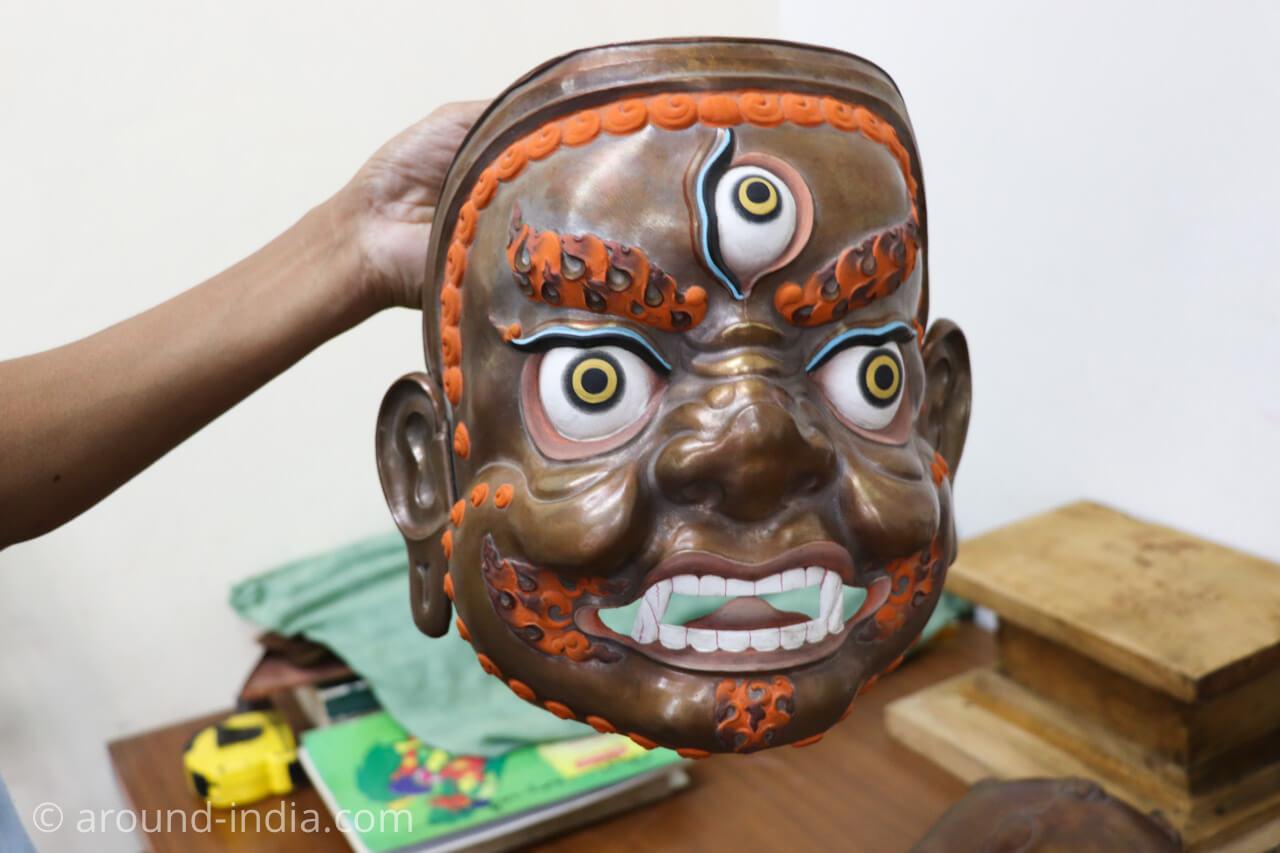 ダラムサラのノルブリンカチベット芸術 ダラムサラのノルブリンカチベット芸術 鍛造の仏像づくり