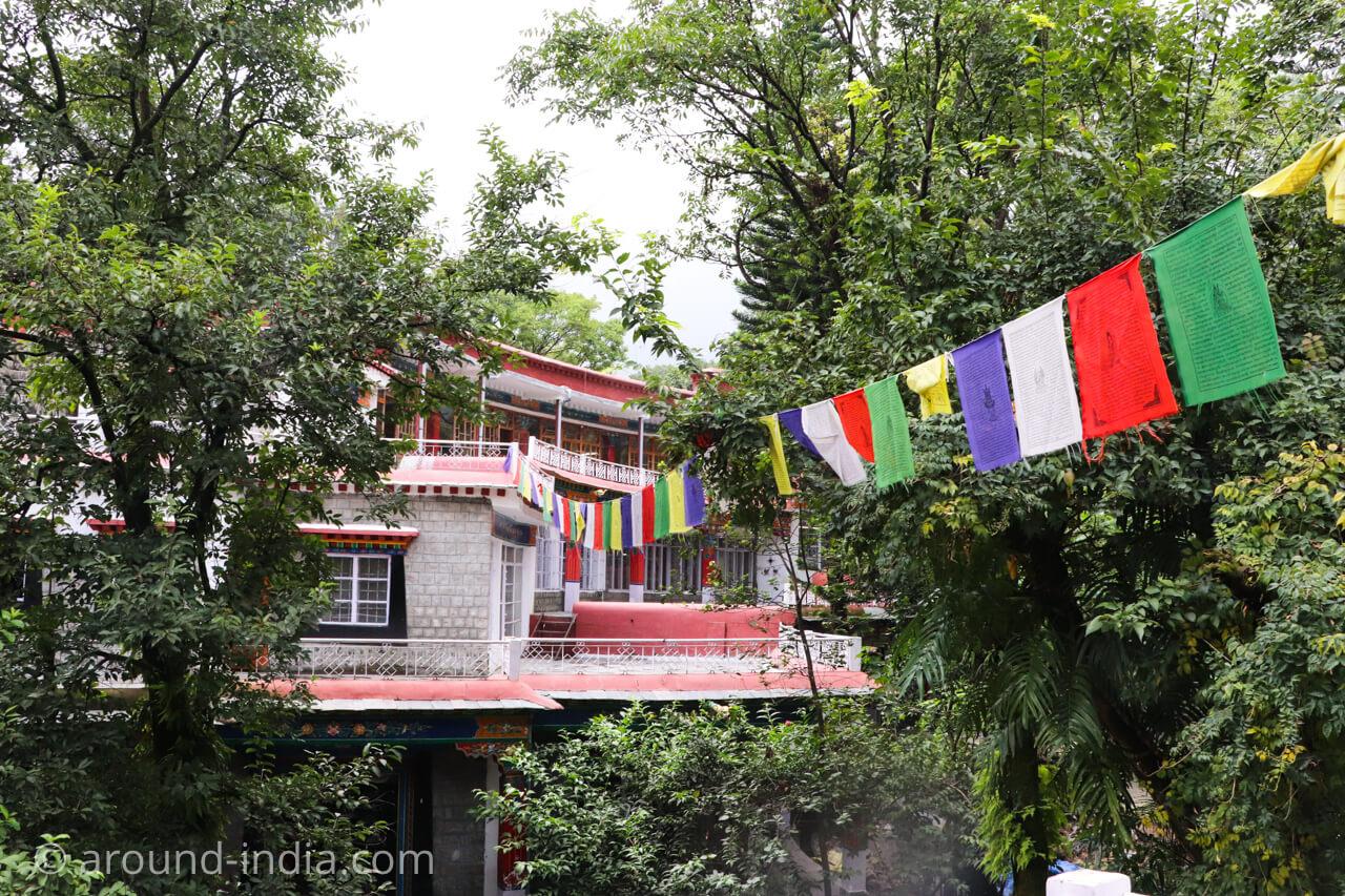 ダラムサラのノルブリンカチベット芸術 ダラムサラのノルブリンカチベット芸術 建物の上からの風景