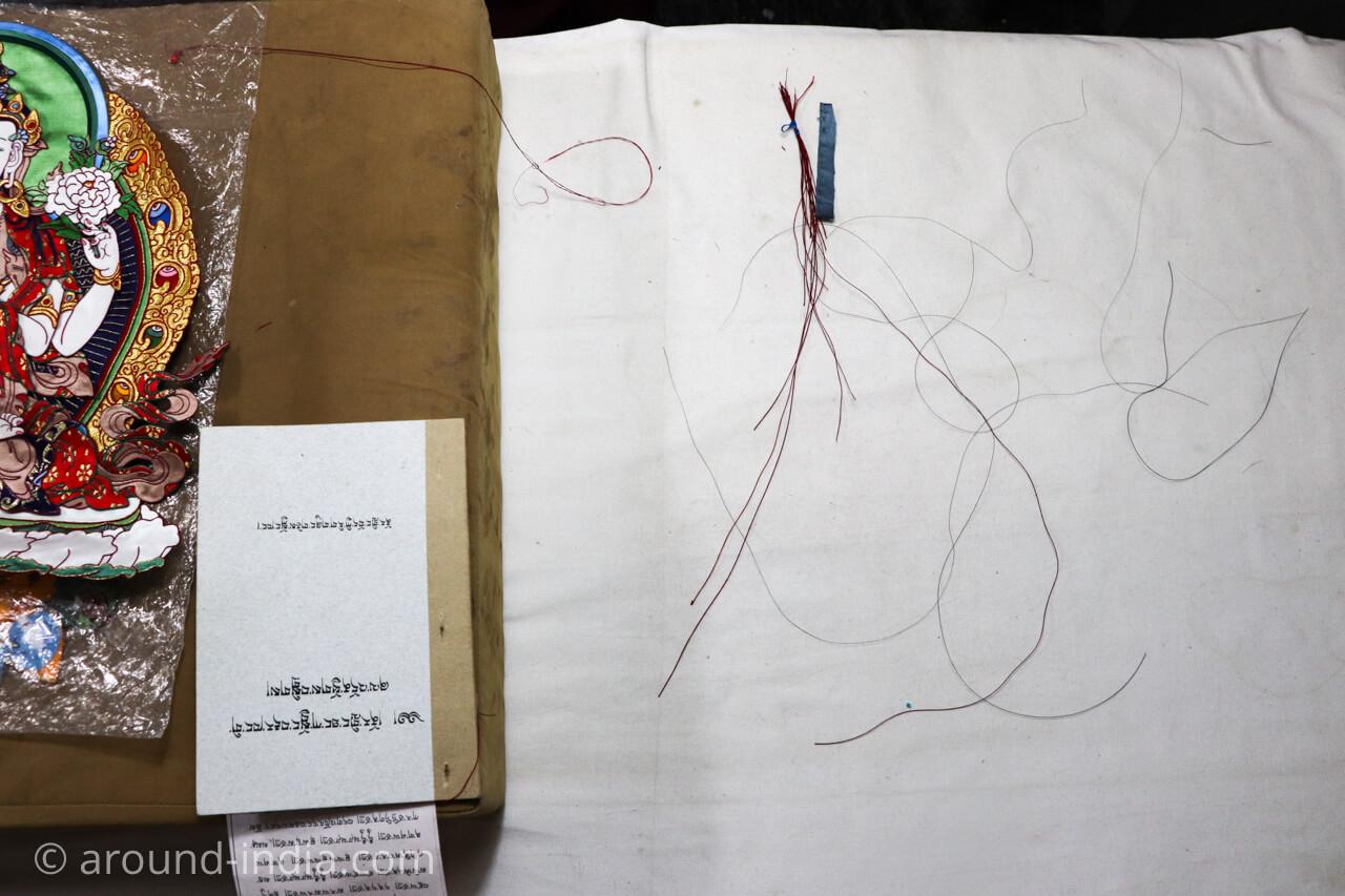 ダラムサラのノルブリンカチベット芸術 ダラムサラのノルブリンカチベット芸術 布のタンカ 使用する糸