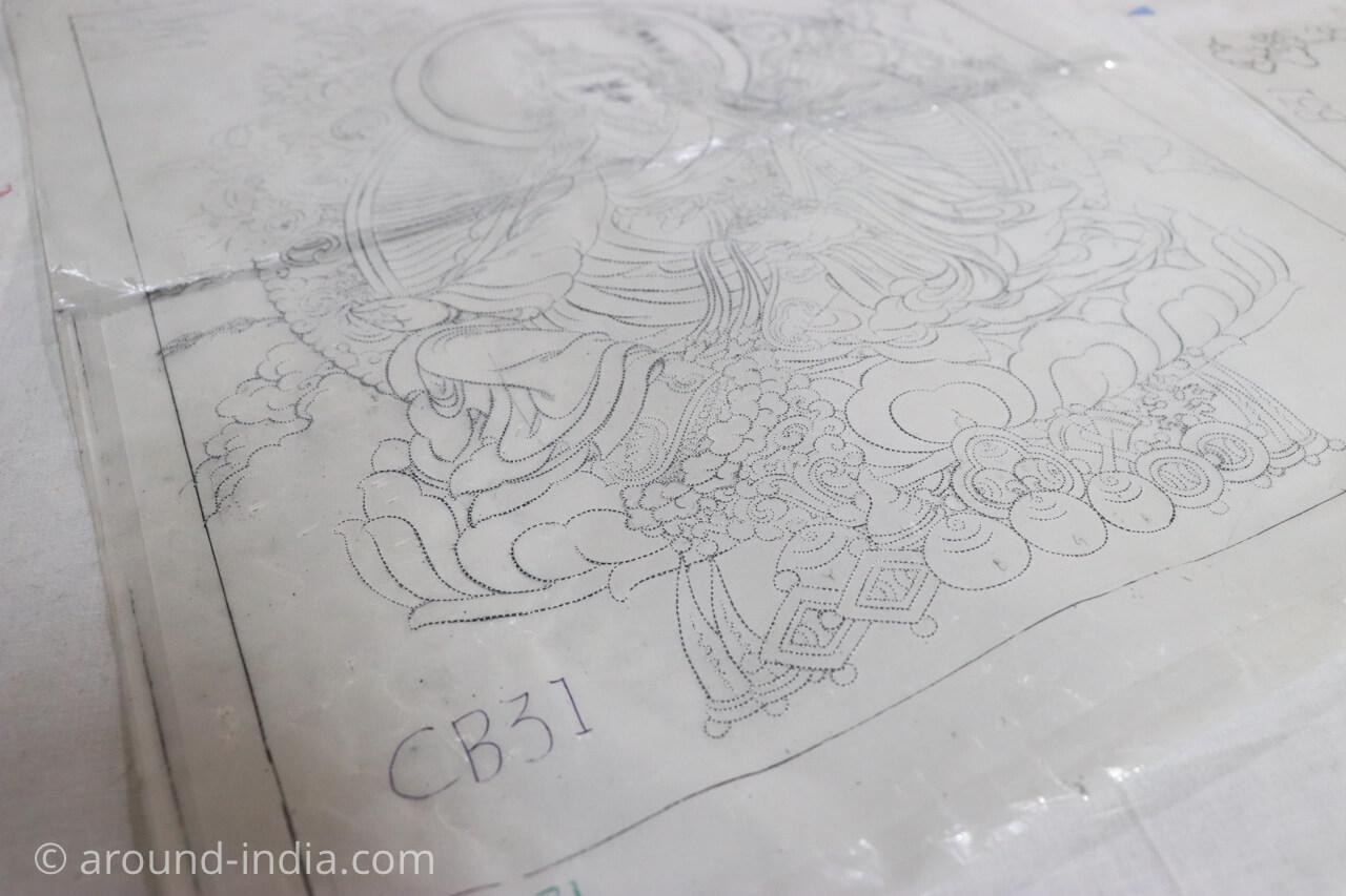 ダラムサラのノルブリンカチベット芸術 ダラムサラのノルブリンカチベット芸術 布のタンカ 細かく点がある
