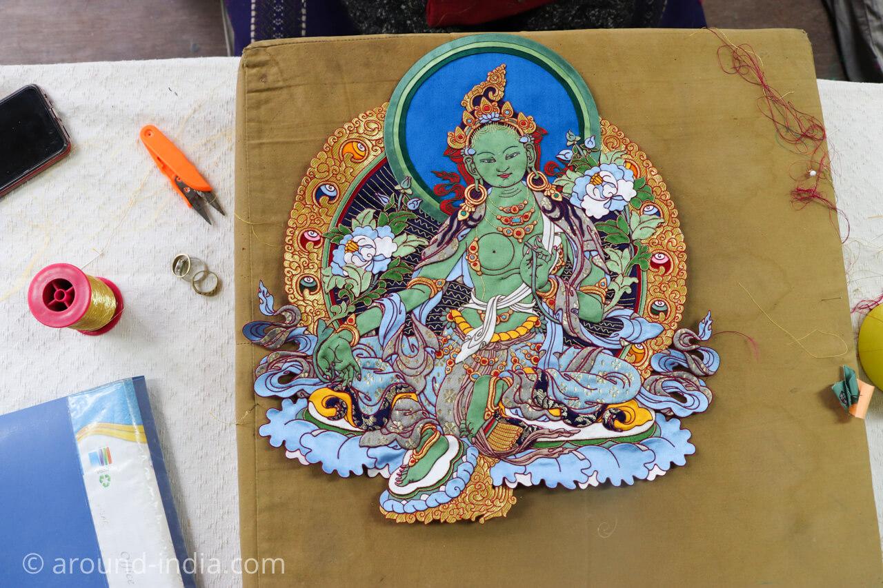 ダラムサラのノルブリンカチベット芸術 ダラムサラのノルブリンカチベット芸術 布のタンカ 表