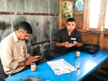 ダラムサラ Men Tsee Khangそばの食堂で相席した方々