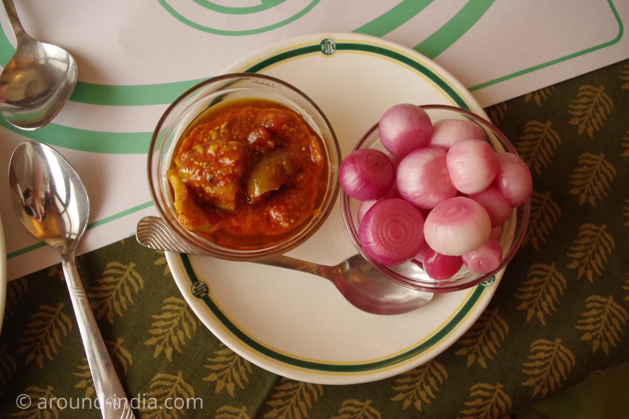ジャイプールのレストランFour Seasonsインド料理のよくある付け合せ