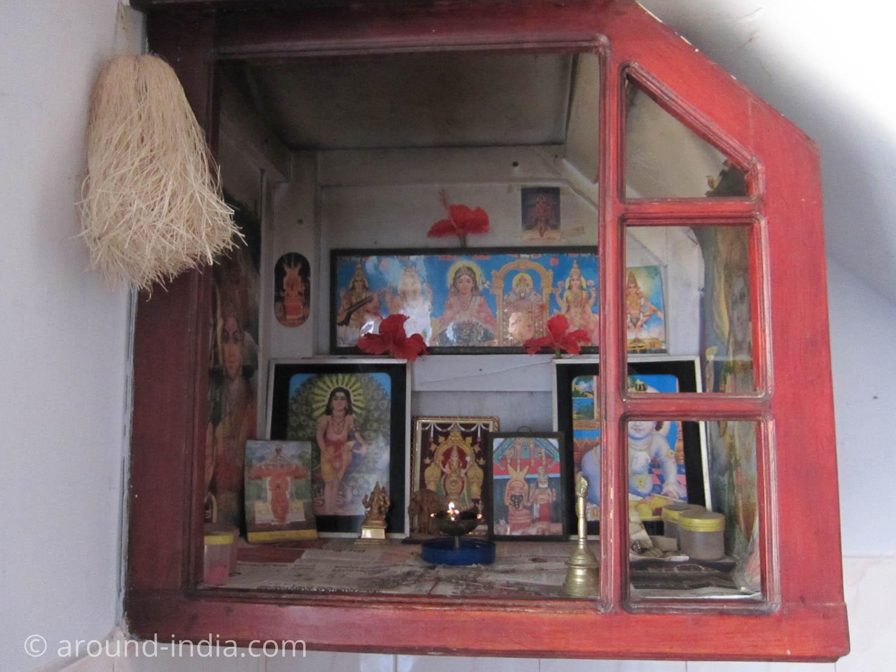 カヌール、カラリパヤットゥ先生の祭壇