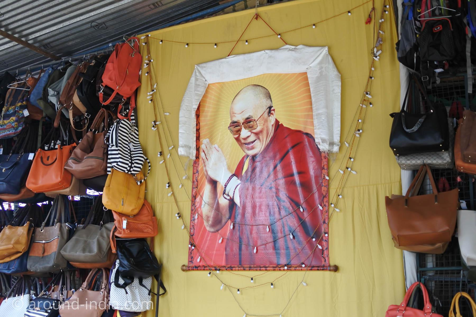 チベットマーケットのダライ・ラマ