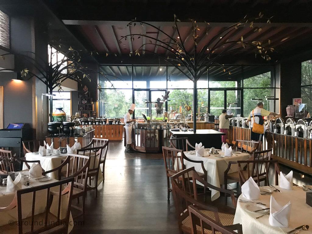緑に包まれる名作ホテル!バワ建築「ヘリタンス・カンダラマ Heritance Kandalama」|スリランカ