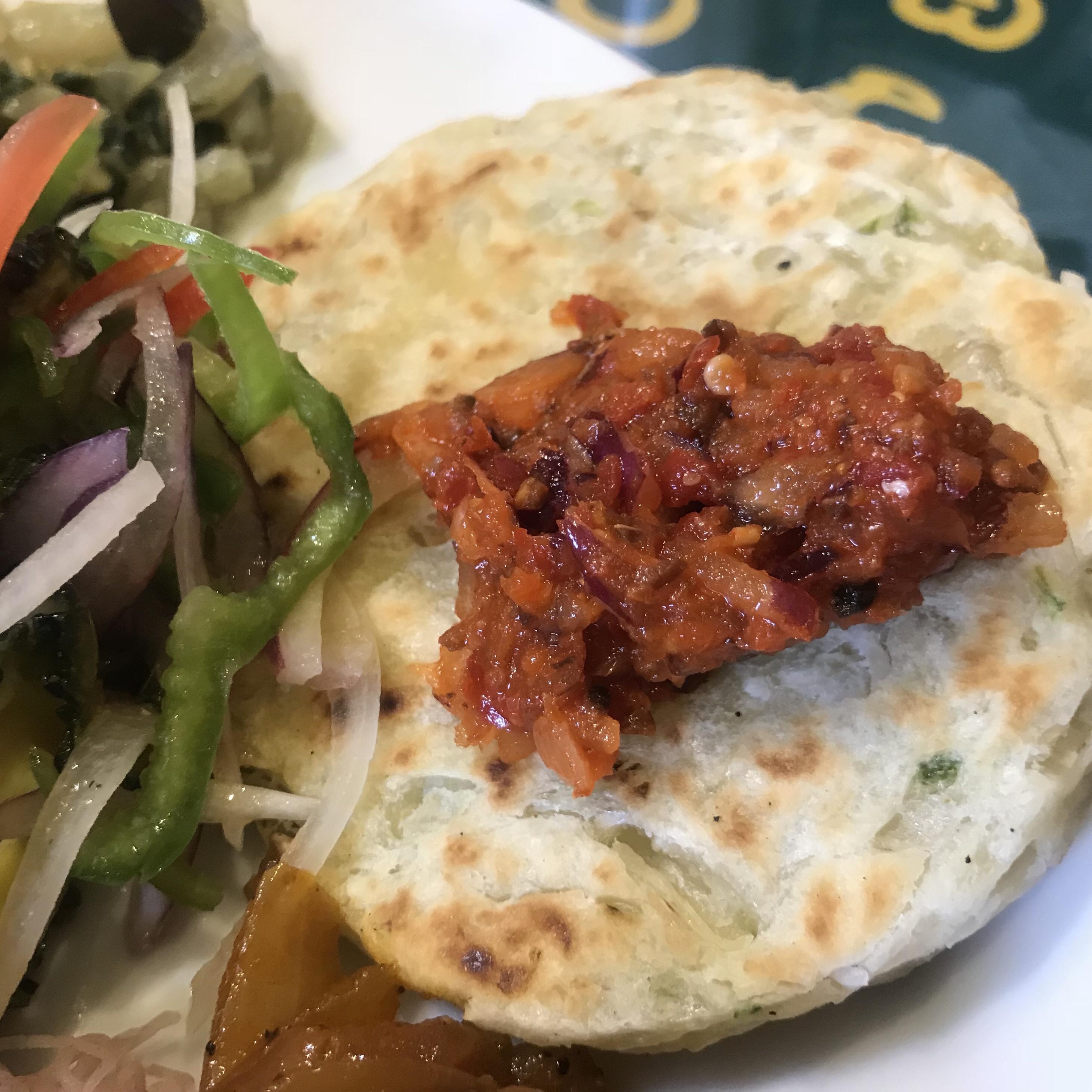 スリランカ料理ロイヤルグリーンのココナッツロティ