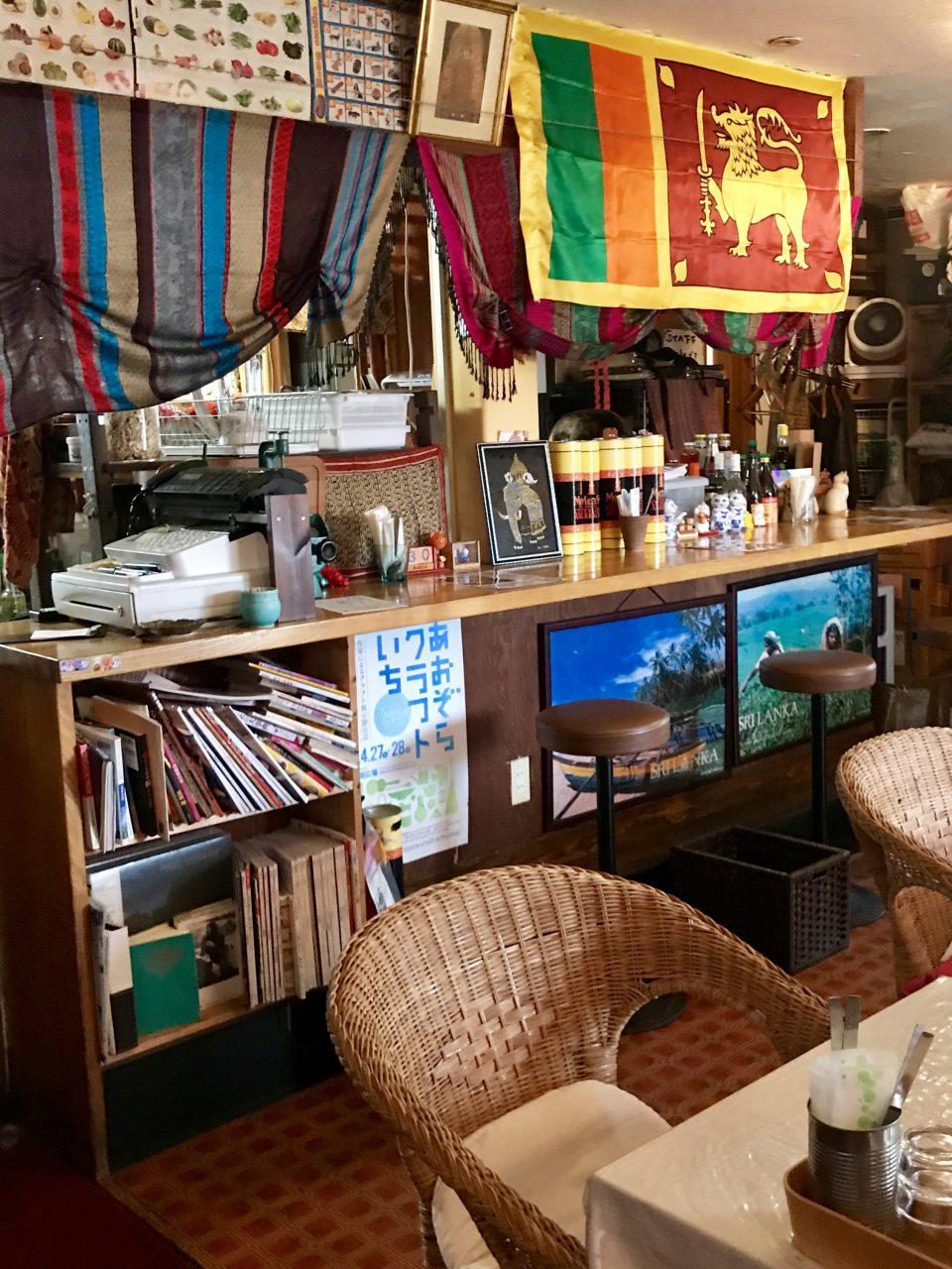 水戸のスリランカ料理コジコジ 店内図書