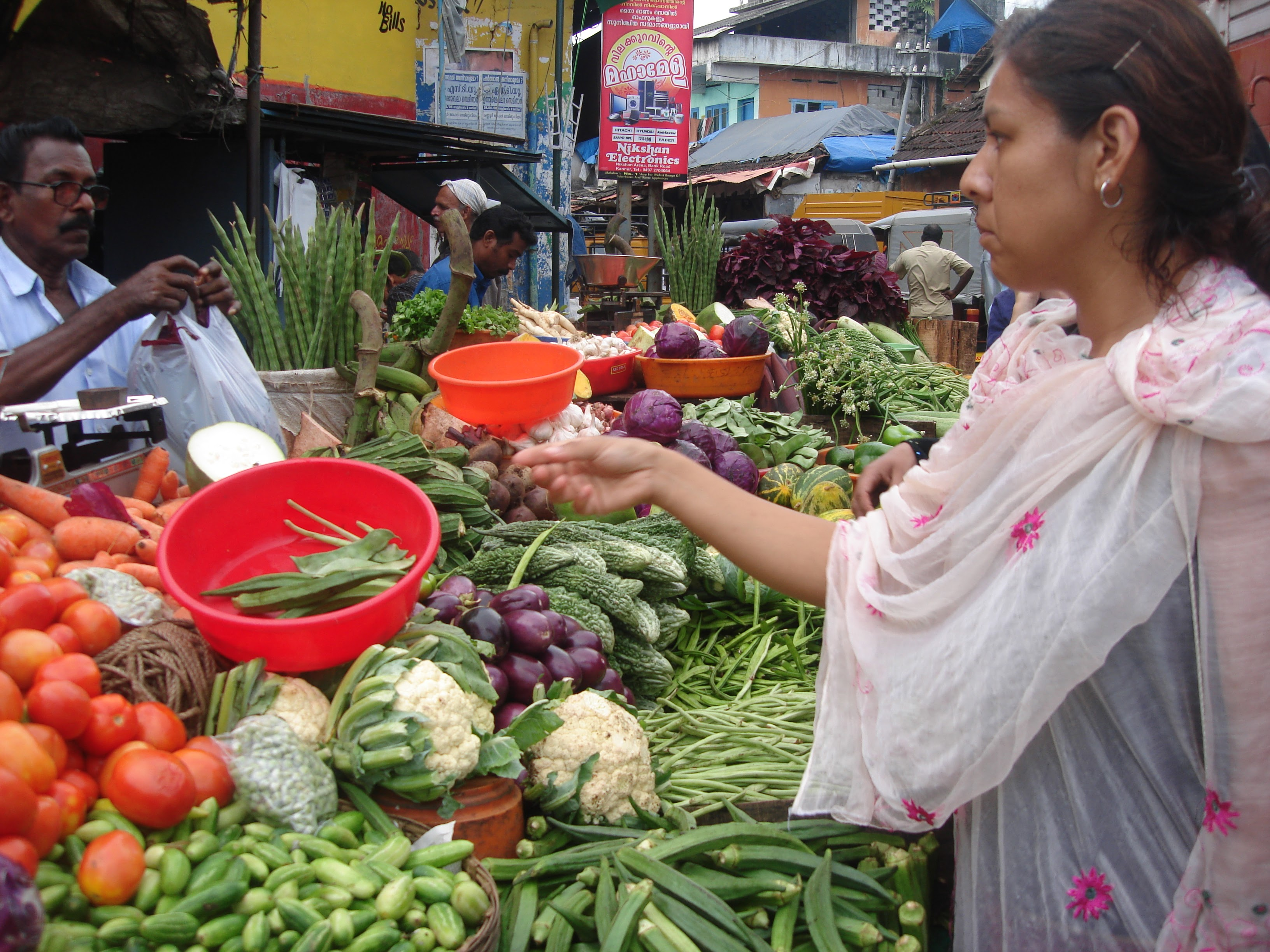 カヌールの市場。野菜売り