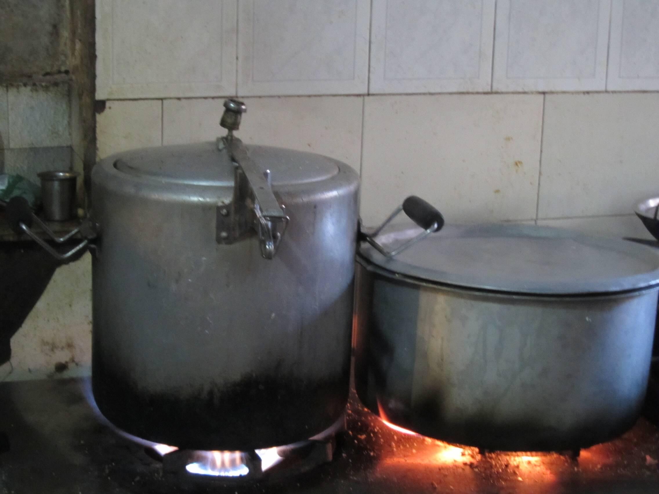 オンデンホテルの姉妹店Sharanyaのカレー鍋
