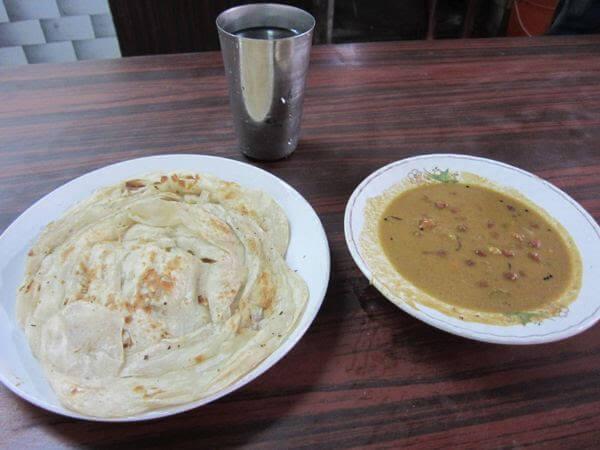 オンデンホテルの姉妹店Sharanyaのケララポロタとひよこ豆カレー