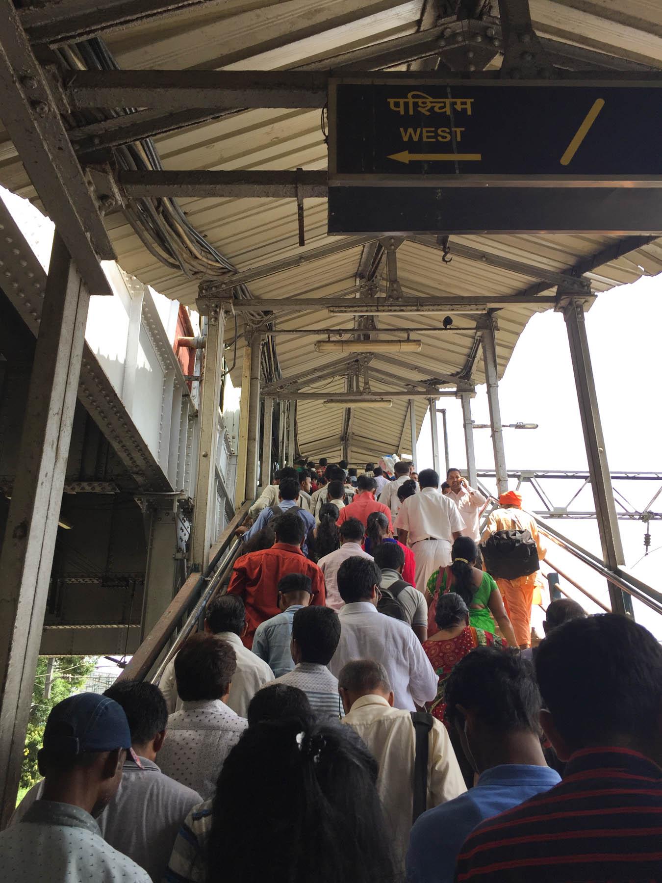 ムンバイ 巨大洗濯工場 ドービーガート マハラクシュミ駅