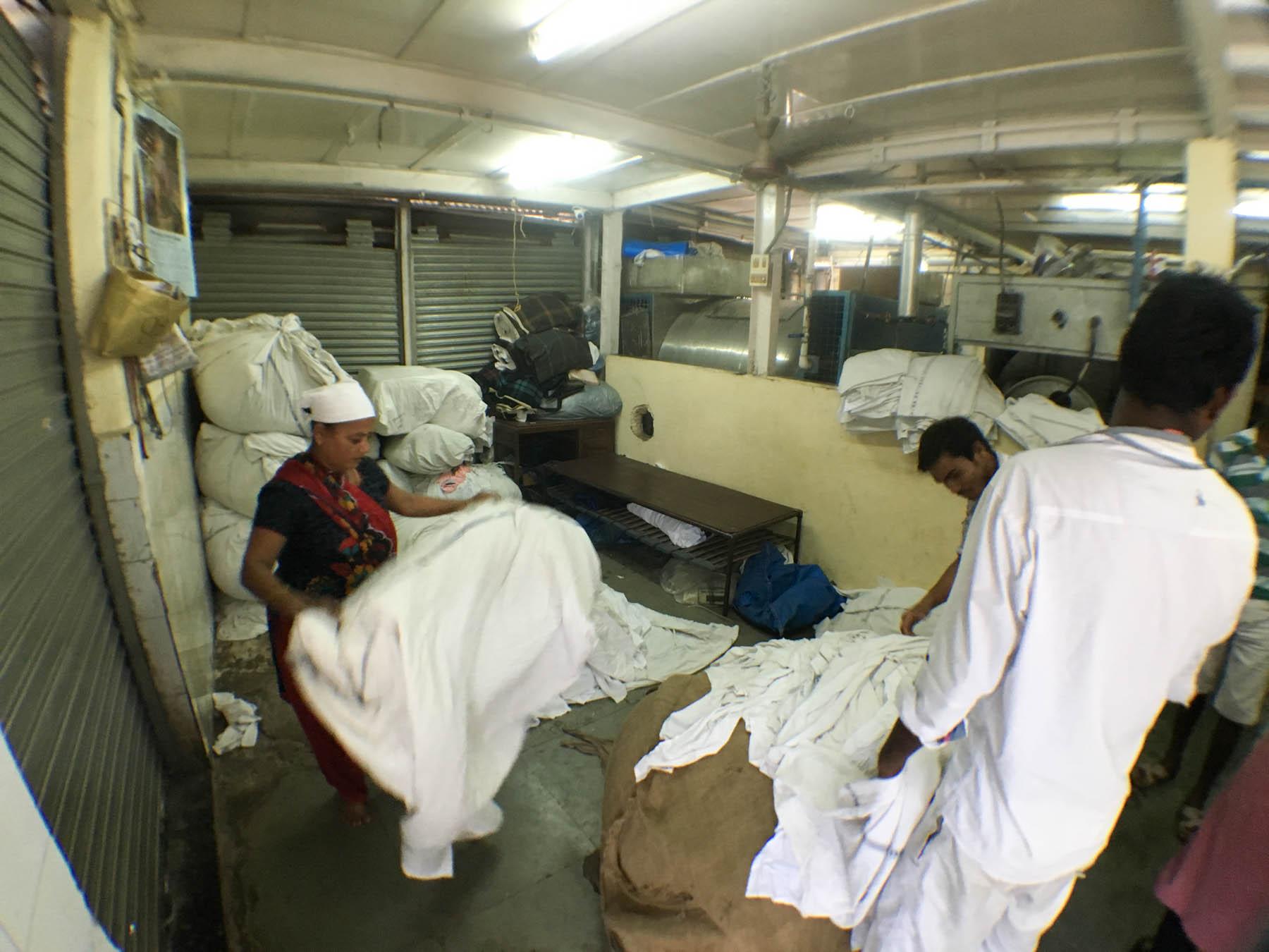 ムンバイ 巨大洗濯工場 ドービーガート 工場もあります