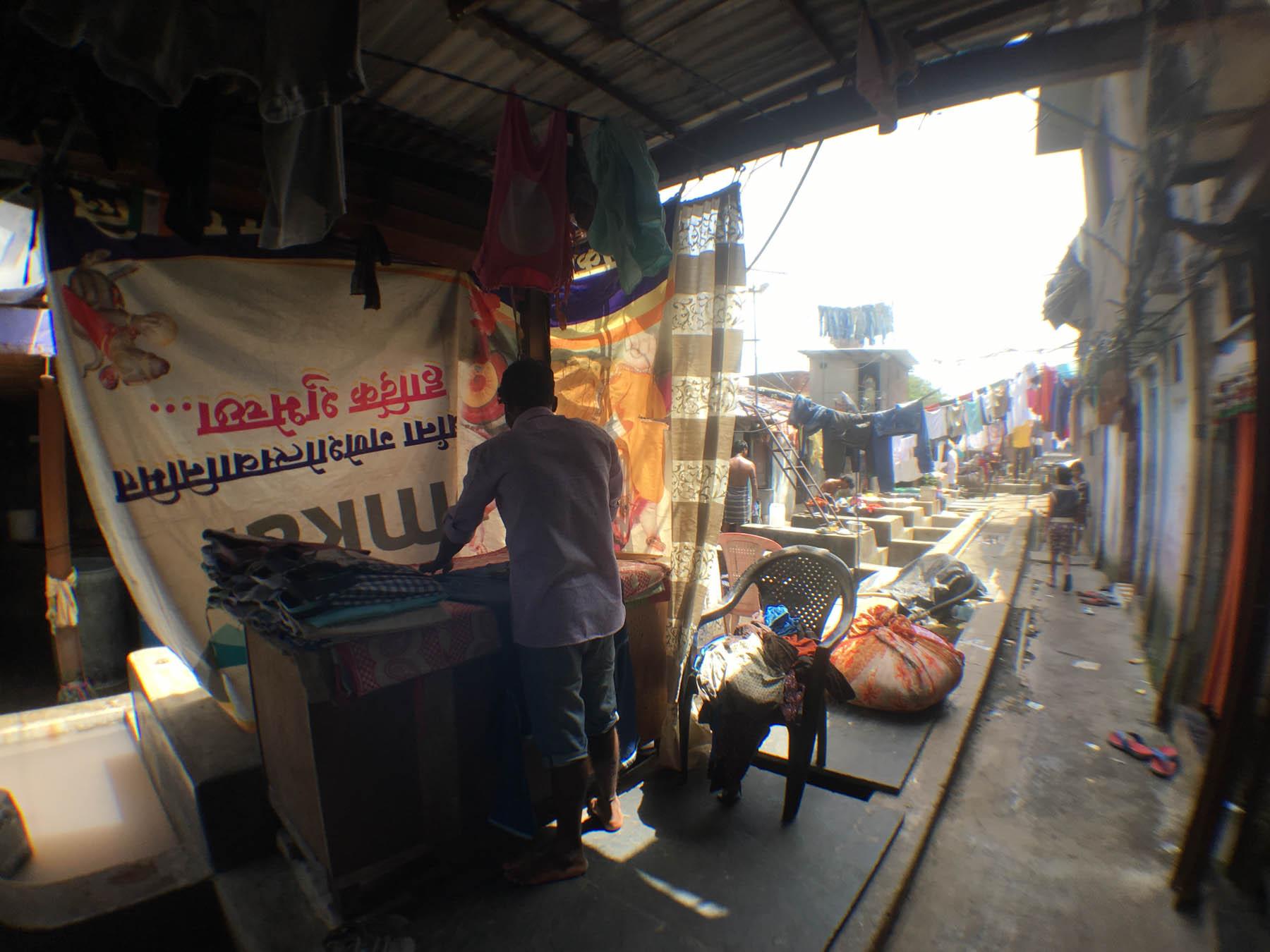 ムンバイ 巨大洗濯工場 ドービーガート アイロン