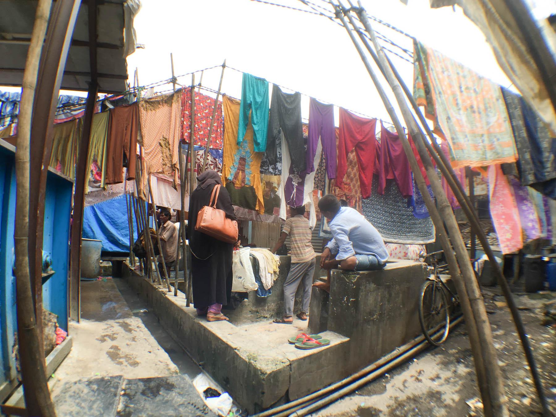 ムンバイ 巨大洗濯工場 ドービーガート お客さま