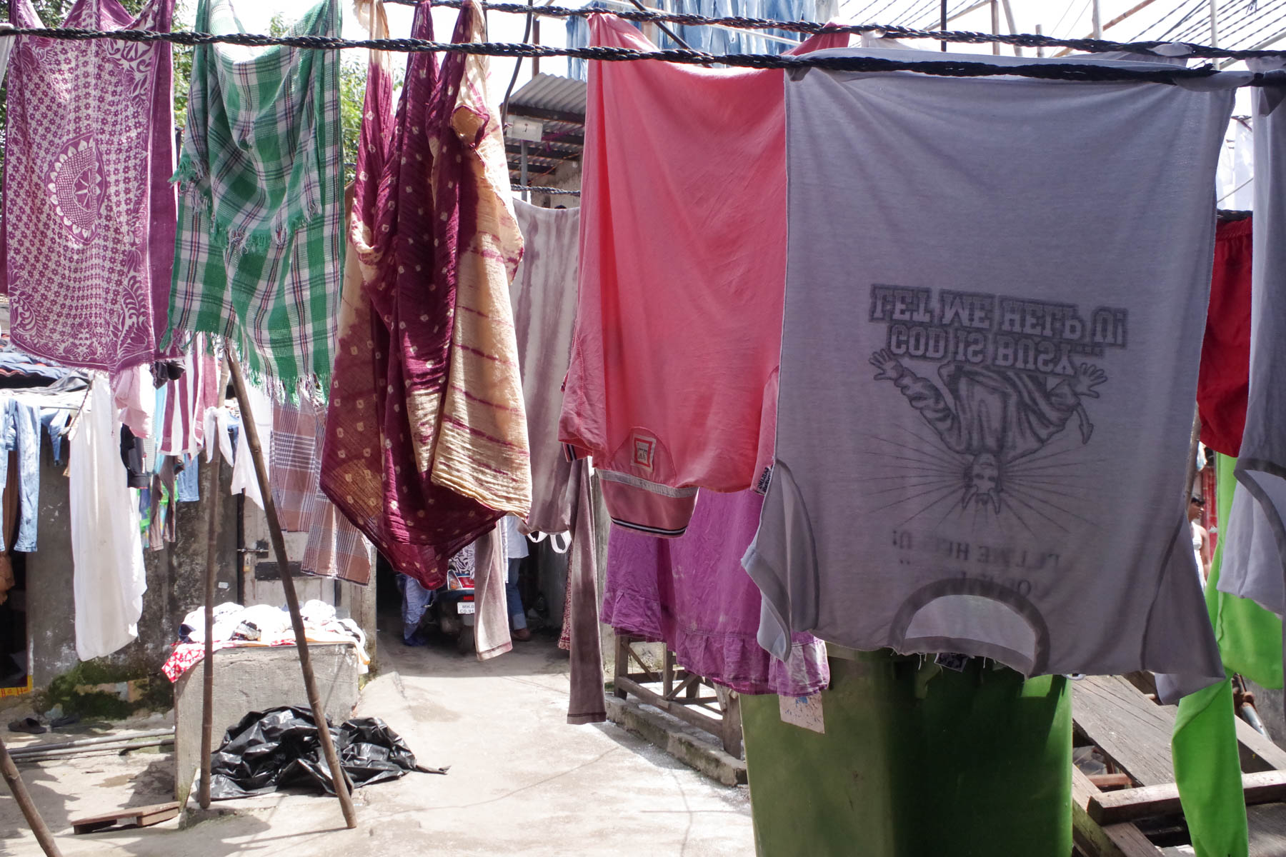 ムンバイ 巨大洗濯工場 ドービーガート どんな人の洗濯物かな?