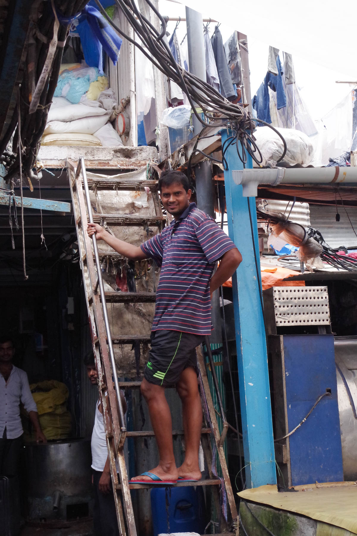 ムンバイ 巨大洗濯工場 ドービーガート 2階建て