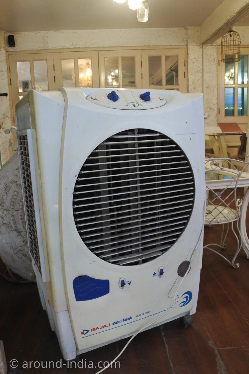 ニューデリー Ivy & Bean カフェの巨大扇風機