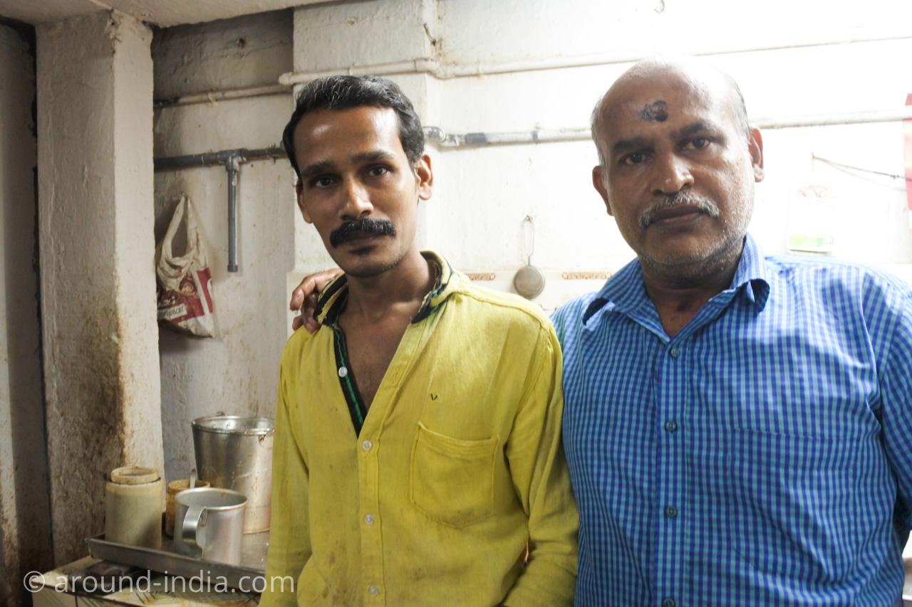 ケララ伝統料理食堂Onakkan Bharati店員