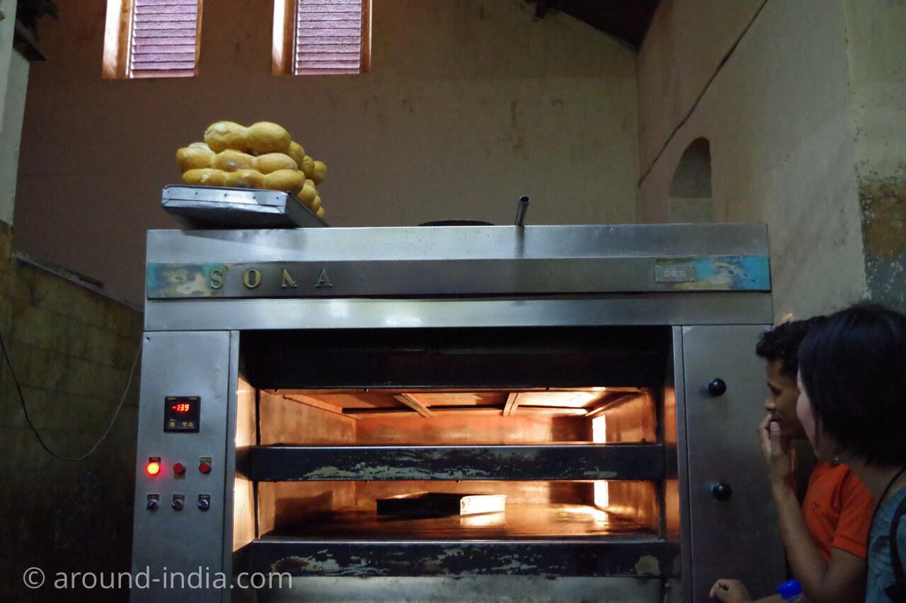 ムンバイのイラニカフェyazdani bakery の裏側